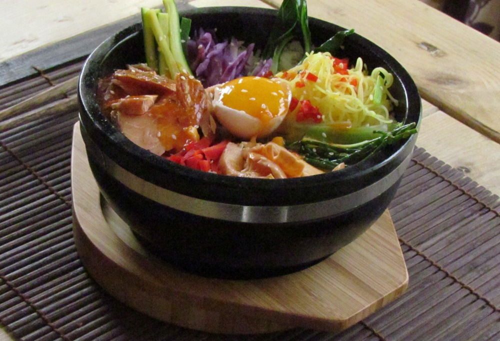 The Sizzling Bowl From Steakstones Perfect For Bibimbap Or Ramen Dishes
