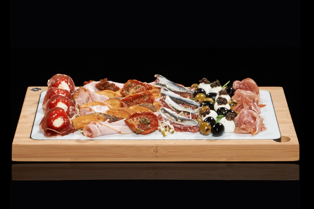 The SteakStones Glazed Lava Plate in White - perfect for Antipasti