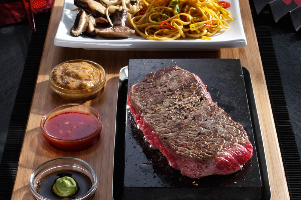 Oriental Sirloin Steak with Noodle